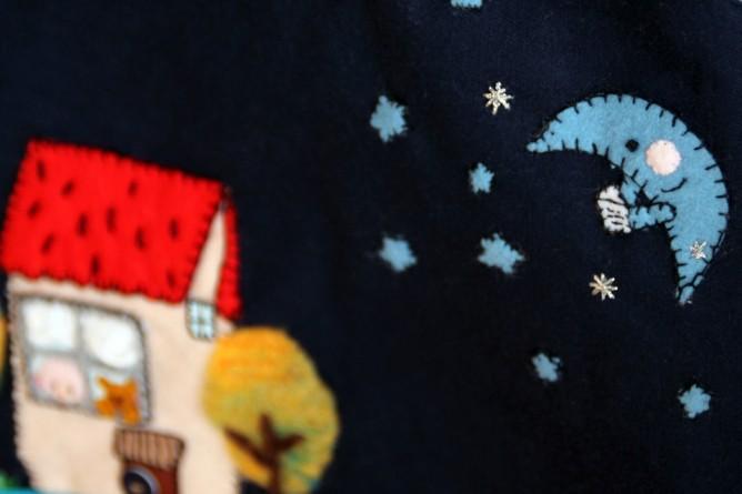 2013RURUの刺繍バッグ紺色 front up 01