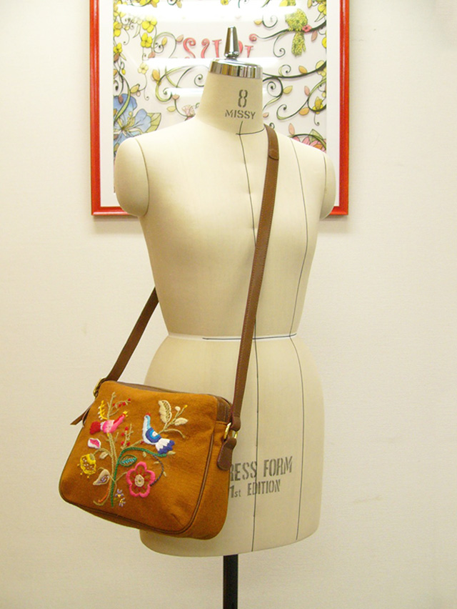 suai ruruが刺繍したバッグとトルソー